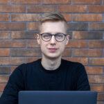 Patryk Serek></noscript><img class=